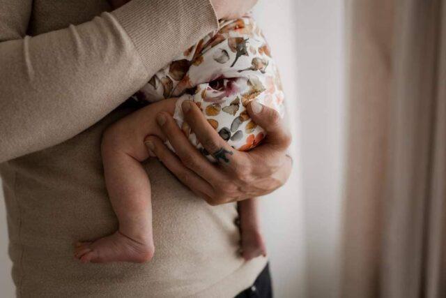 """Κάθε """"καλημέρα"""" συνοδεύεται με αγκαλιά!! Και με χάδια, γέλια και φιλιά... Καλή μας μέρα!! . . . . #miameramagiki #body #bodysuit #family #baby #newborn #organic #organic_clothes #organic_babyclothes #organic_cotton #οργανικό #οργανικά #παιδικά_ρούχα #οργανικαρουχα #οργανικά_ρούχα #παιδί #pregnant #pregnancy #natural_life #βρεφικά_ρούχα #μαμά #motherhood #mother #babyclothes #baby_clothes #babyclothing #babywear #organicfabric #newbornclothes #newbornwear"""